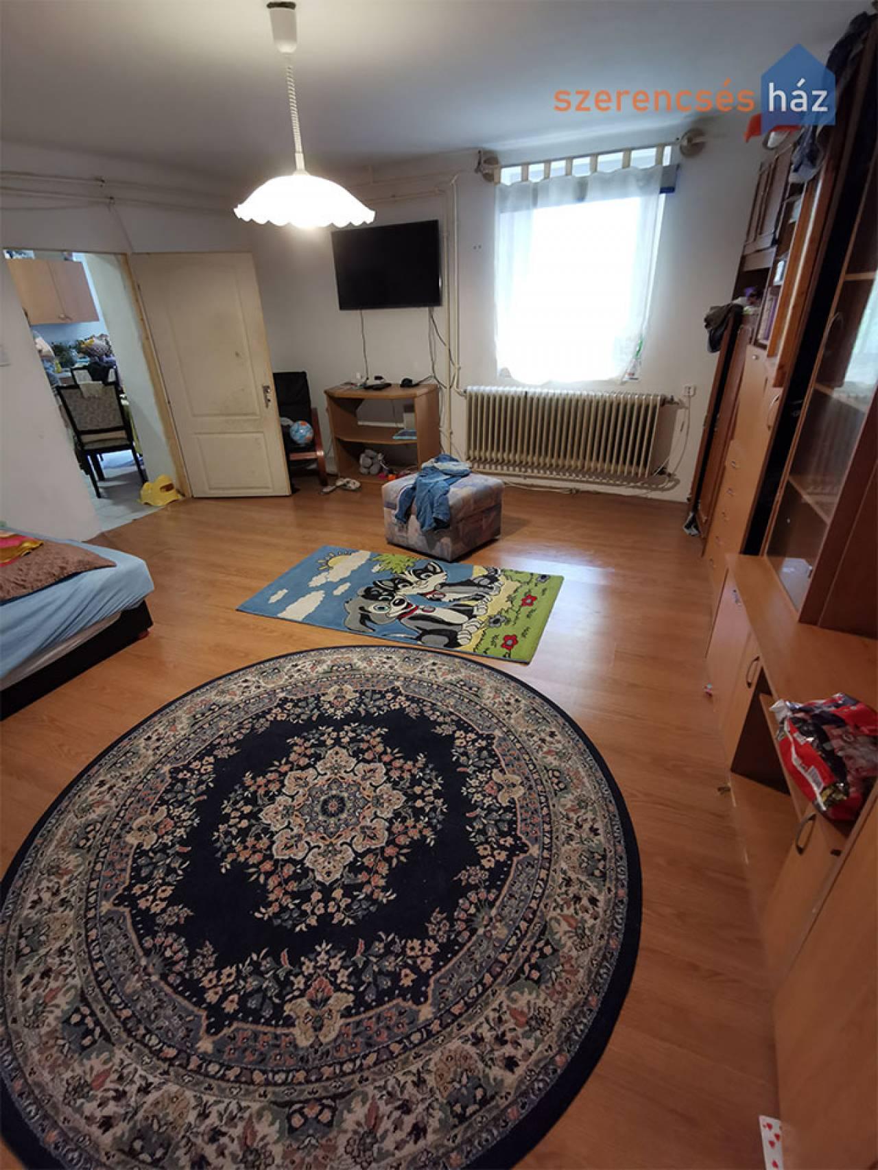 Csendes, földszinti lakás a belvárosban