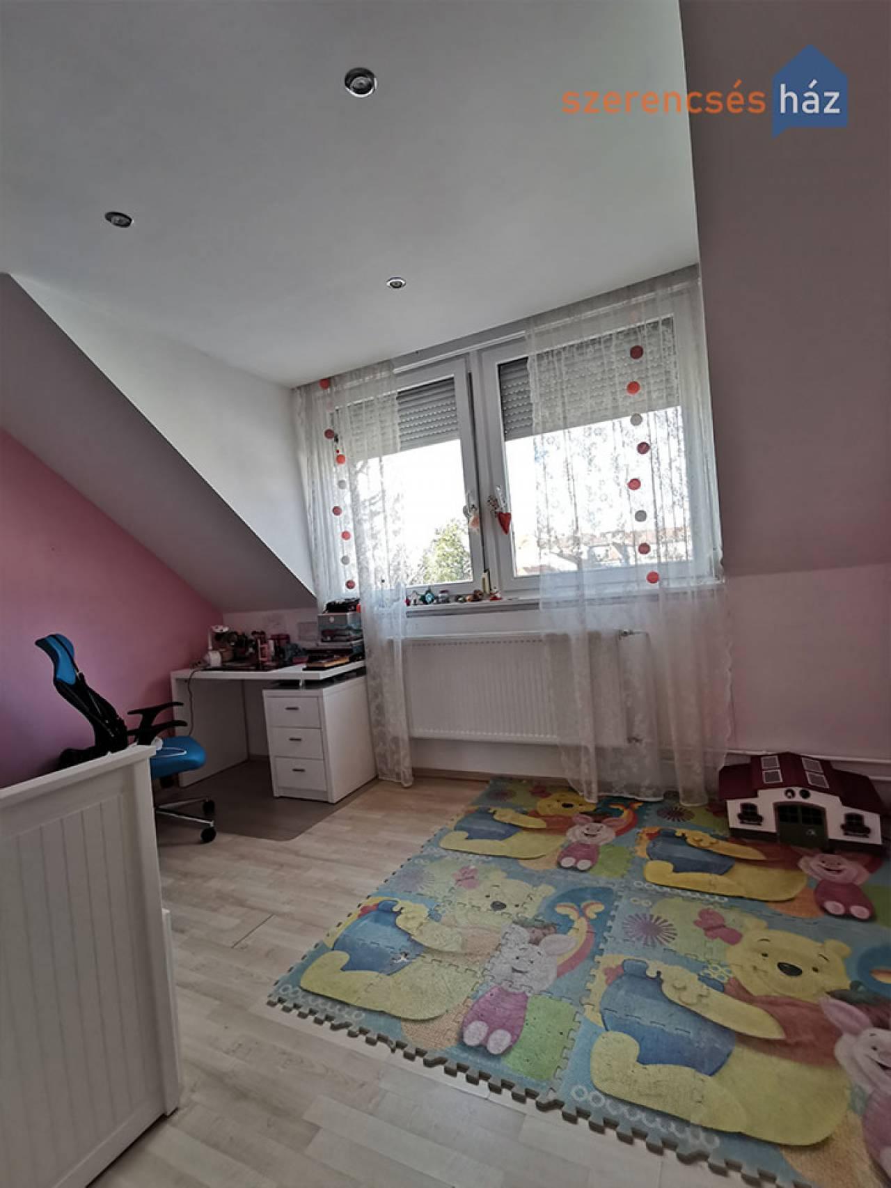 Világos, 4 szobás lakás Sopronban