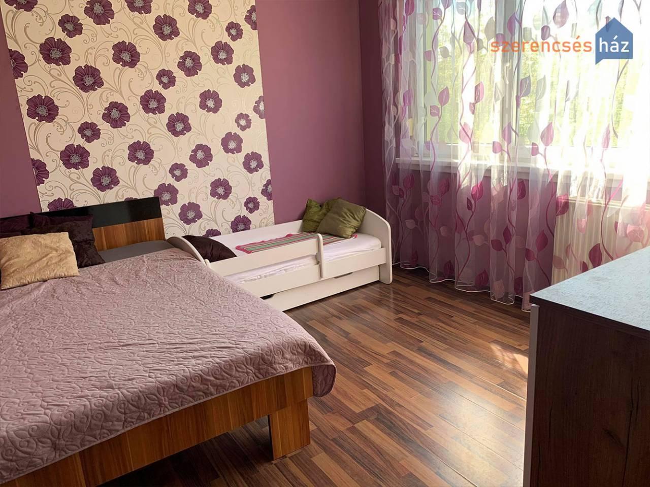 Szépen felújított erkélyes lakás Sopronban