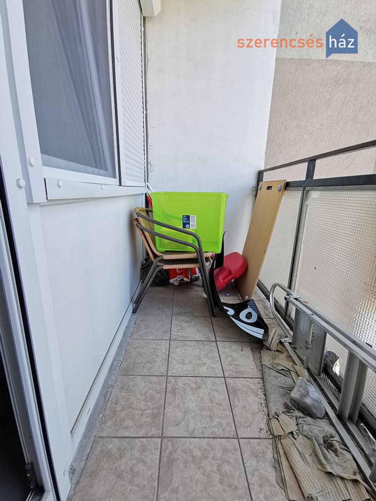 Felújított, erkélyes panel lakás Sopronban